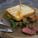 Sommer Sandwich mit Steakstreifen
