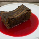 Traumhafter Schokoladenkuchen mit Himbeersauce
