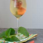 Erdbeer-Sekt mit Zitronenmelisse