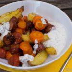 Gebackene Knacker mit Kartoffeln und Karotte