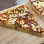 Pizza mit Schafskäse und Sardellen