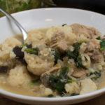 Scharfes Hähnchencurry mit Spinat und Knoblauch