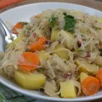 Sauerkrautpfanne mit Speck und Karotten