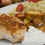 Putenschnitzel mit Krautsalat und Kartoffeln