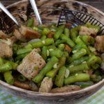 Brotsalat mit grünen Bohnen und Thymian