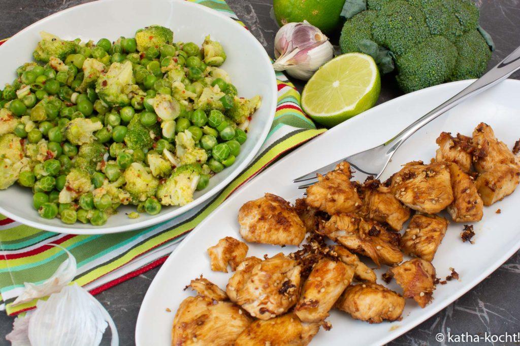 Brokkoli-Erbsensalat mit Honig-Sesam Hähnchen