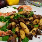 Salat mit Schupfnudeln und Garnelen