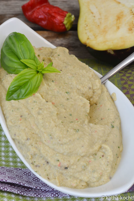 Auberginenmus mit weißen Bohnen und Joghurt