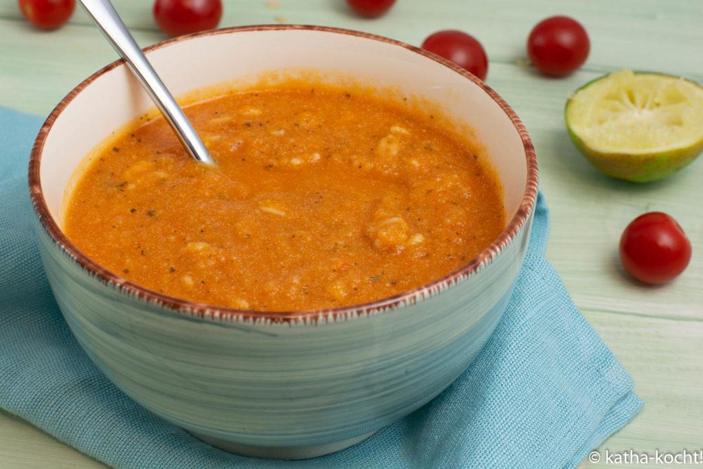 Tomatensuppe à la Nudeln mit Tomatensauce