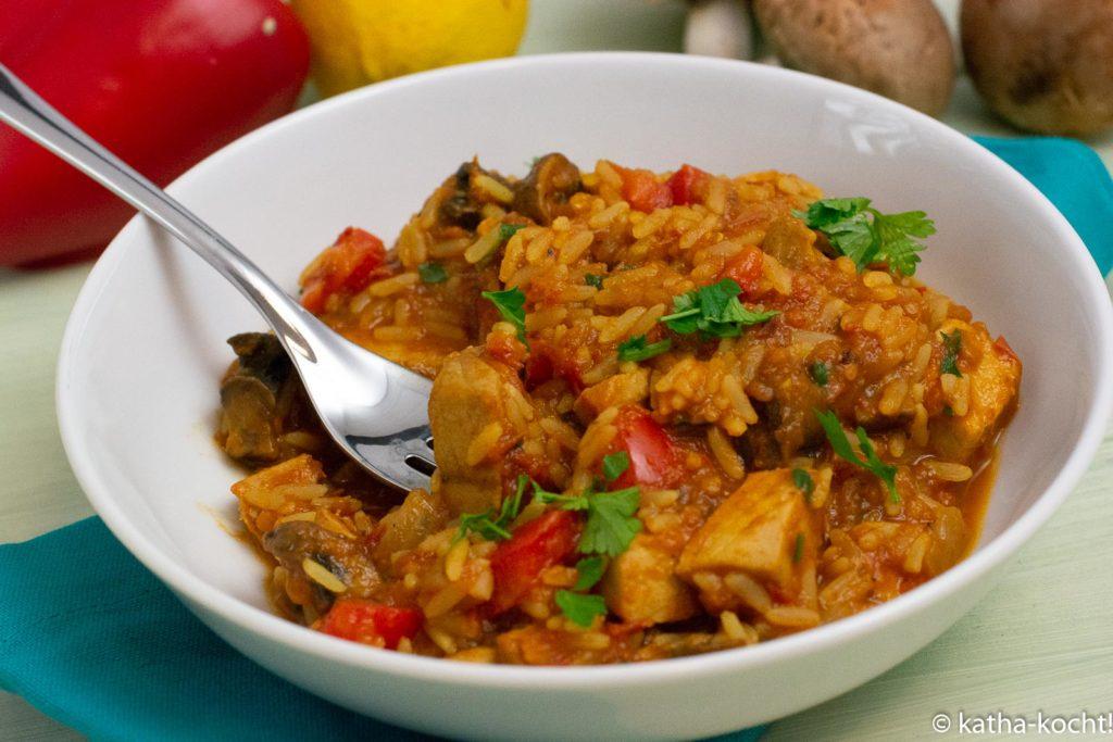 Thunfisch-Reistopf mit Tomatensauce