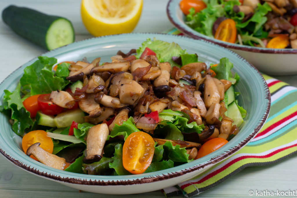 Bunter Salat mit gebratenen Kräuterseitlingen