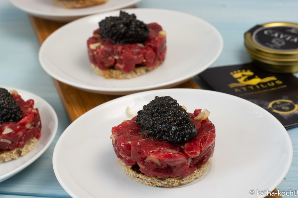 Attilus Kaviar auf Dry Aged Beef Tartar