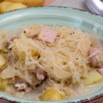 Kassler-Sauerkrautpfanne mit Kartoffeln
