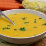 Leichte Karotten-Chinakohlsuppe