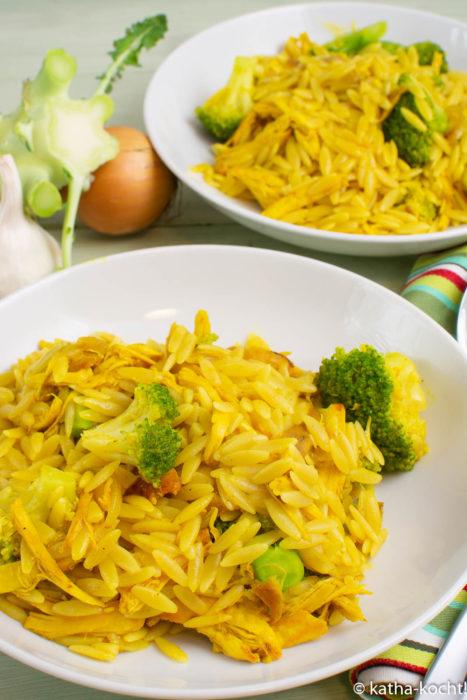 Curry-Kritharaki mit Hähnchen und Brokkoli