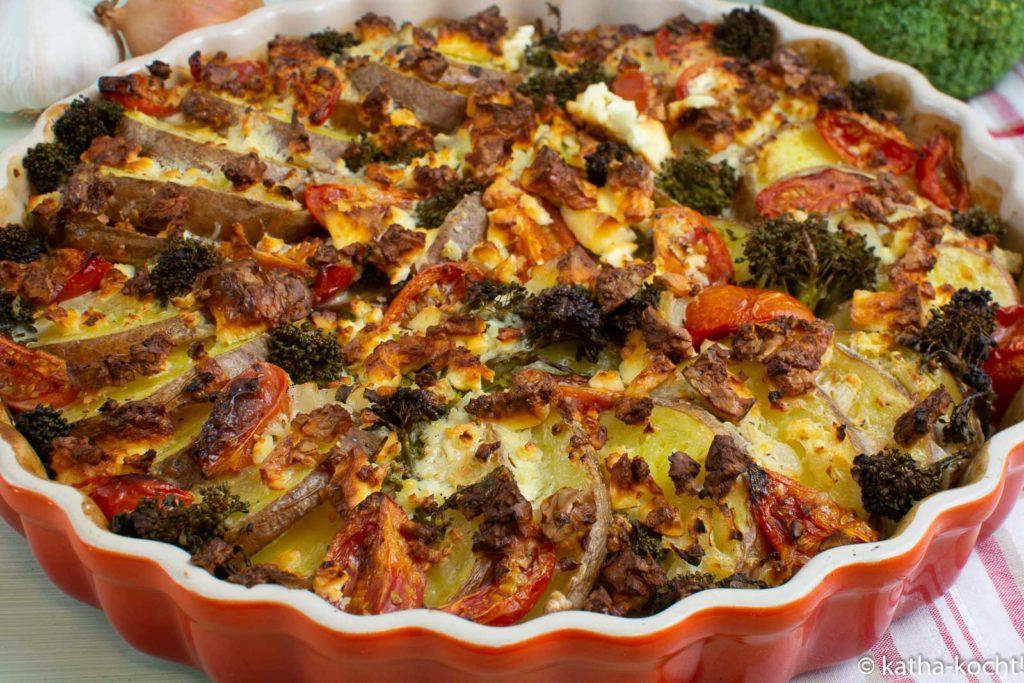 Kartoffelauflauf mit Brokkoli und Schafskäse