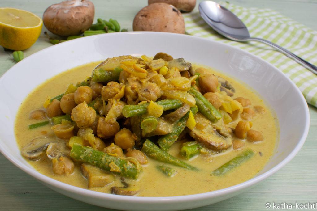 Schnelles Bohnen-Kichererbsencurry mit Joghurt (