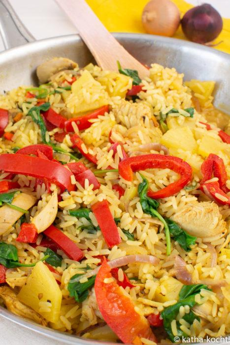 Hähnchencurry mit Paprika und Ananas