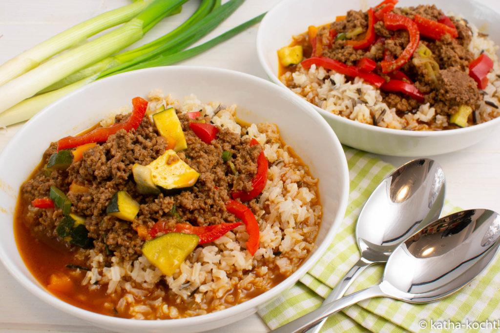 Hackfleischtopf mit Reis und Paprika