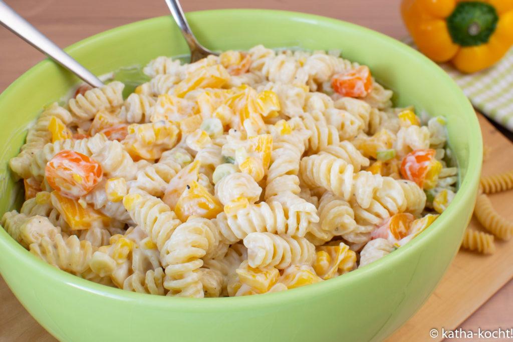 Sonnenschein Nudelsalat - Nudelsalat mit gelber Paprika und Tomaten