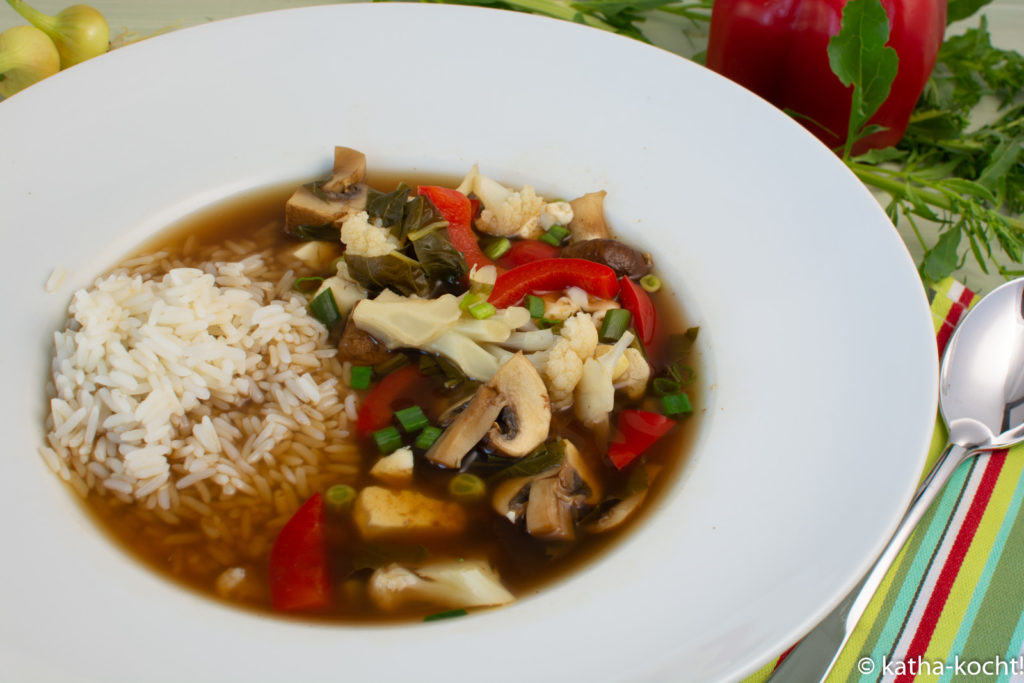 Leichter Tofu-Curry Topf