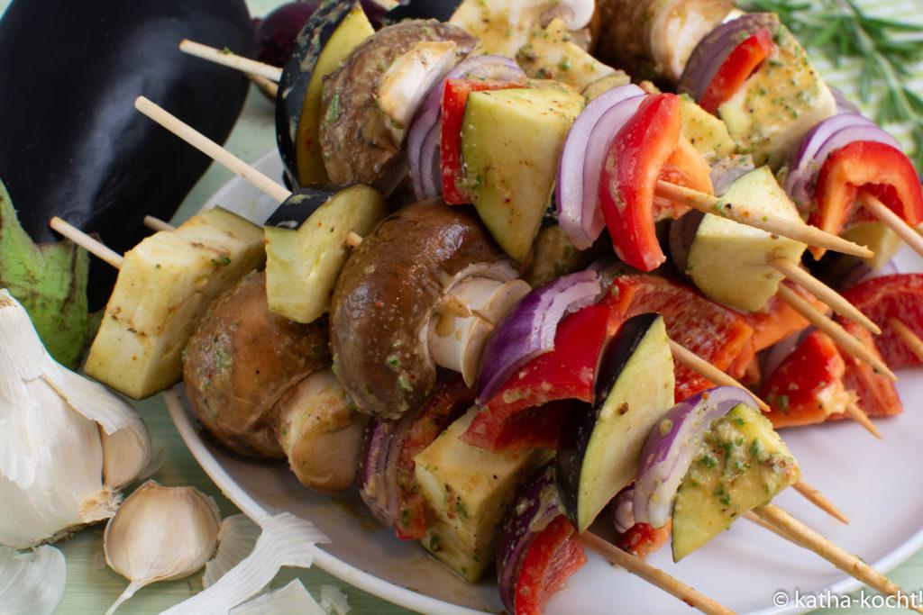 Grillspieße mit Aubergine und Kräutermarinade