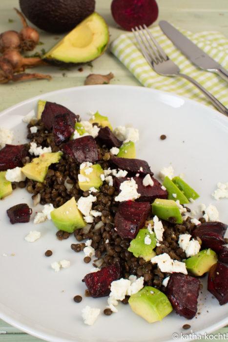 Linsensalat mit Avocado und roter Bete