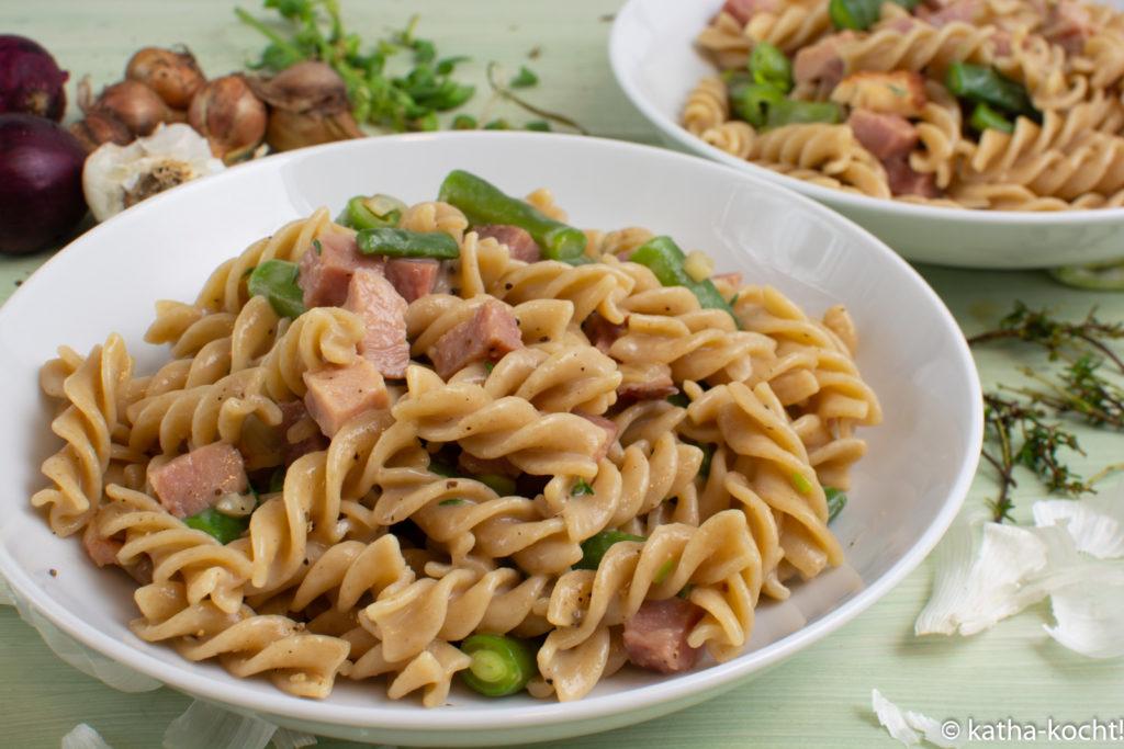 Pasta mit Bohnen und Kochschinken