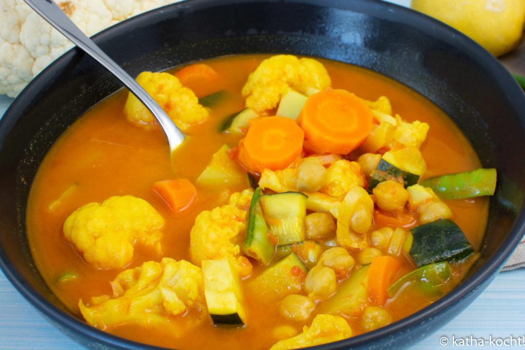 Blumenkohl-Currysuppe mit Kokos und KIchererbsen