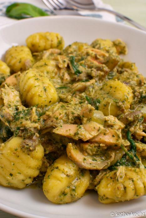 Gnocchi mit Lachs und Basilikumpesto