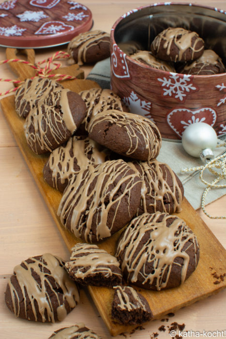 Weihnachtsgebäck - weihnachtliche Schokokekse