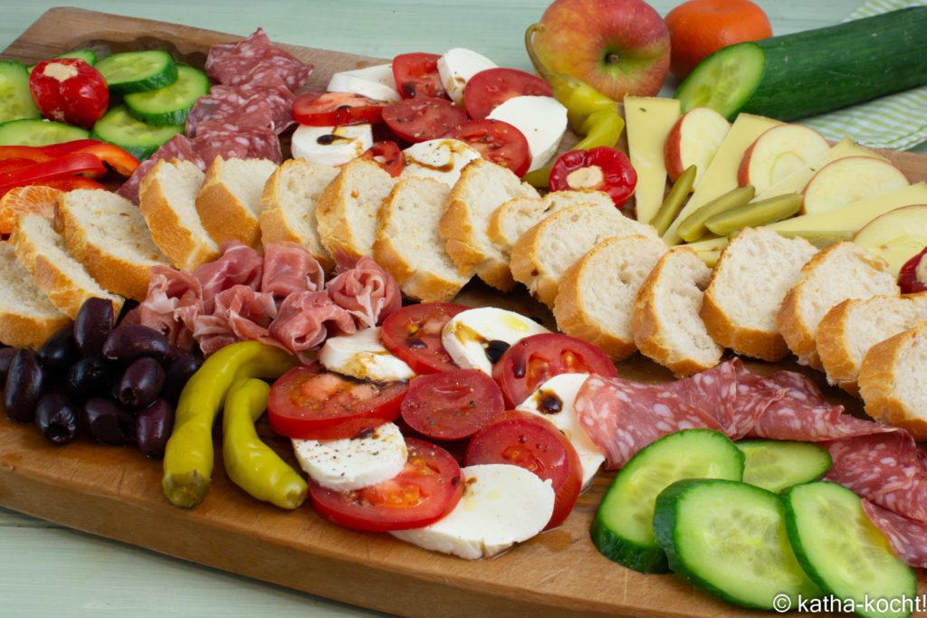 Charcuterie PLatte mit Tomate-Mozzarella
