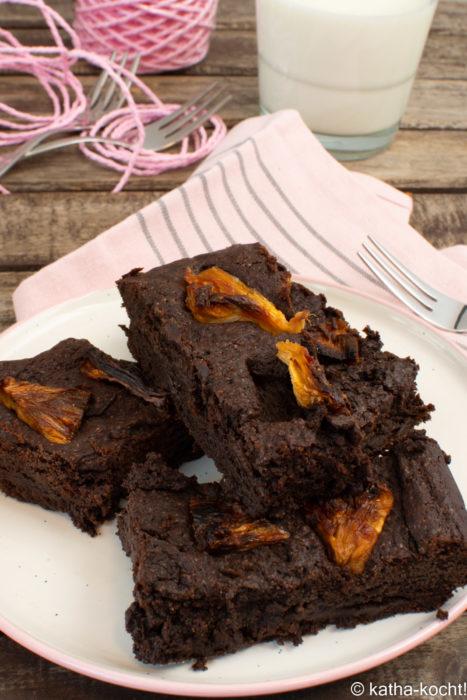 Saftiger Schokoladenkuchen mit Ananas
