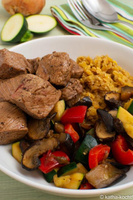 Lamm mit roten Linsen und Gemüse
