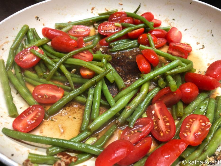 Schweinekoteletts mit Bohnen und Tomaten